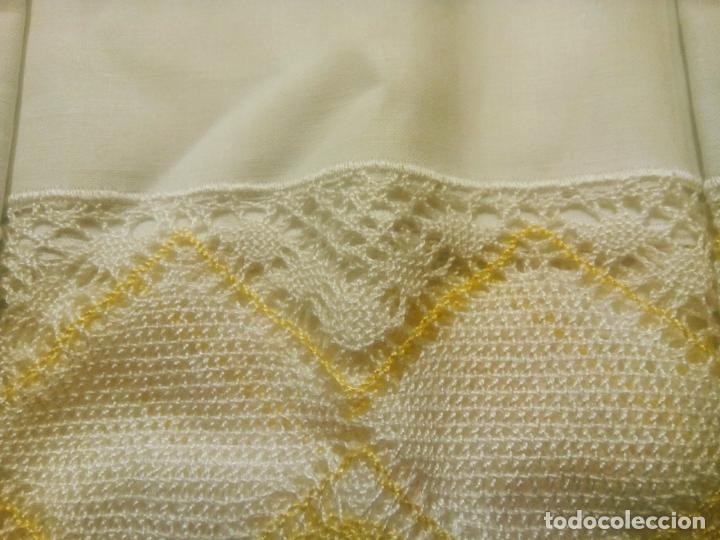 Antigüedades: Juego cama sábana y funda viuda tolrra bordado con puntilla sin estrenar. - Foto 10 - 205605901