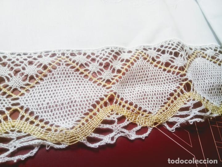 Antigüedades: Juego cama sábana y funda viuda tolrra bordado con puntilla sin estrenar. - Foto 11 - 205605901