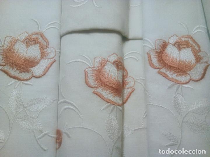 Antigüedades: Juego cama sábana y funda viuda tolrra bordado con puntilla sin estrenar. - Foto 3 - 205606225