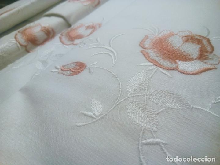 Antigüedades: Juego cama sábana y funda viuda tolrra bordado con puntilla sin estrenar. - Foto 6 - 205606225