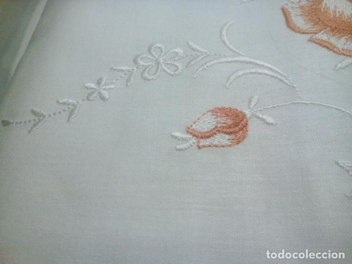 Antigüedades: Juego cama sábana y funda viuda tolrra bordado con puntilla sin estrenar. - Foto 8 - 205606225