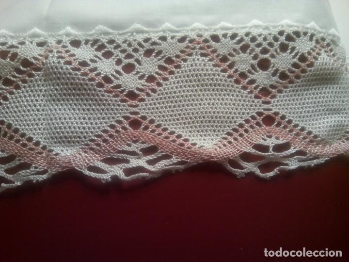 Antigüedades: Juego cama sábana y funda viuda tolrra bordado con puntilla sin estrenar. - Foto 9 - 205606225