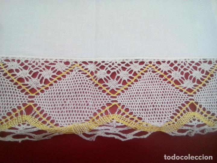 Antigüedades: Juego cama sábana y funda viuda tolrra bordado con puntilla sin estrenar. - Foto 14 - 205606297