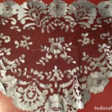 Antigüedades: MANTILLA SIN USO TUL NEGRO BORDADA GRIS PERLA. Lote 205613178