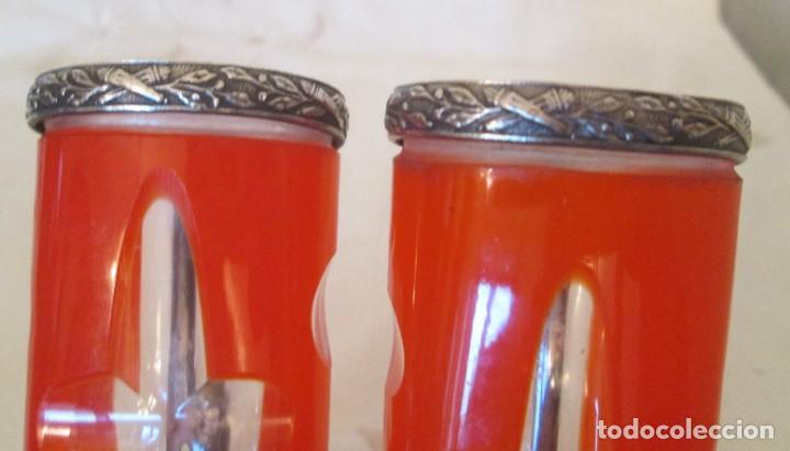 Antigüedades: Fantástica pareja de Violeteros para coche antiguo. Cristal tallado y metal plateado, con sujeción. - Foto 8 - 205651806