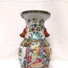 Antigüedades: JARRÓN CHINO DE PORCELANA PINTADO A MANO, 35 CM, SIGLO XX. Lote 205657101