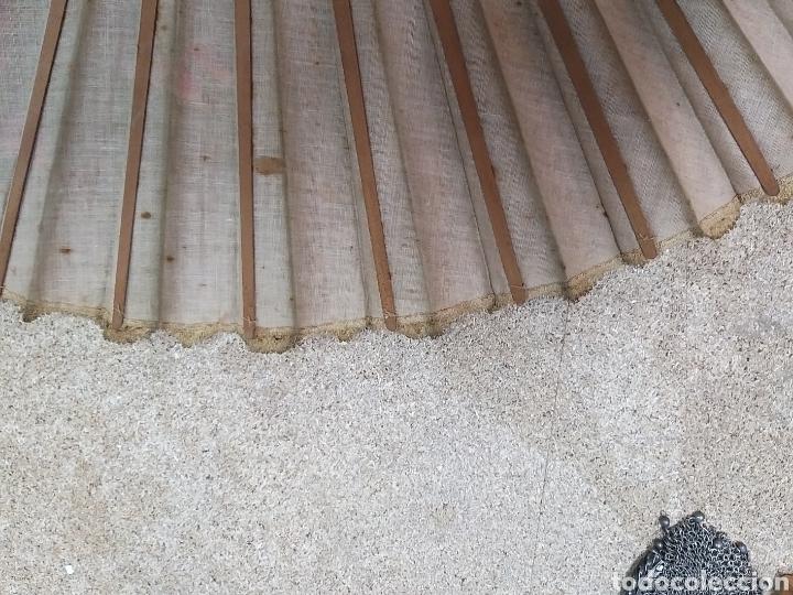 Antigüedades: Abanico de tela antiguo pintado a mano - Foto 12 - 205660377
