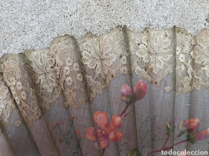 Antigüedades: Abanico de tela antiguo pintado a mano - Foto 19 - 205660377