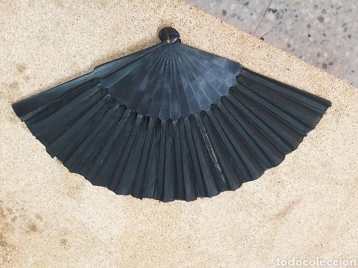 Antigüedades: Abanico antiguo color negro pintado a mano - Foto 13 - 205662953