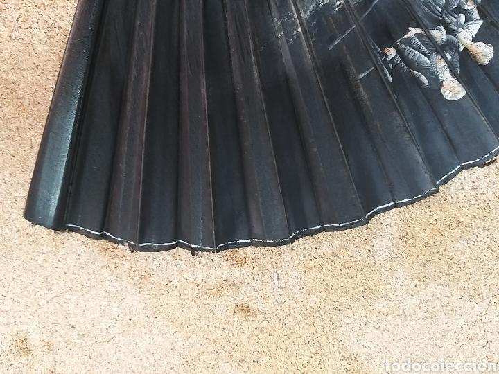 Antigüedades: Abanico antiguo color negro pintado a mano - Foto 16 - 205662953