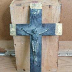 Antigüedades: CURCIFIJO ANTIGUO CRUZ CON CRISTO RELIGIOSO. Lote 205665666