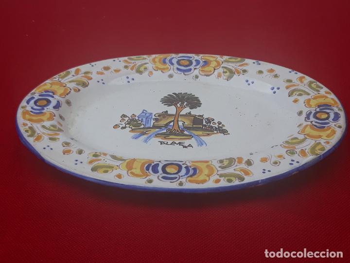 Antigüedades: BANDEJA ANTIGUA EN CERAMICA DE TALAVERA DE LA REINA ( TOLEDO ) FIRMADA. - Foto 2 - 205678042