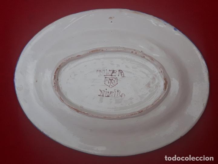 Antigüedades: BANDEJA ANTIGUA EN CERAMICA DE TALAVERA DE LA REINA ( TOLEDO ) FIRMADA. - Foto 4 - 205678042