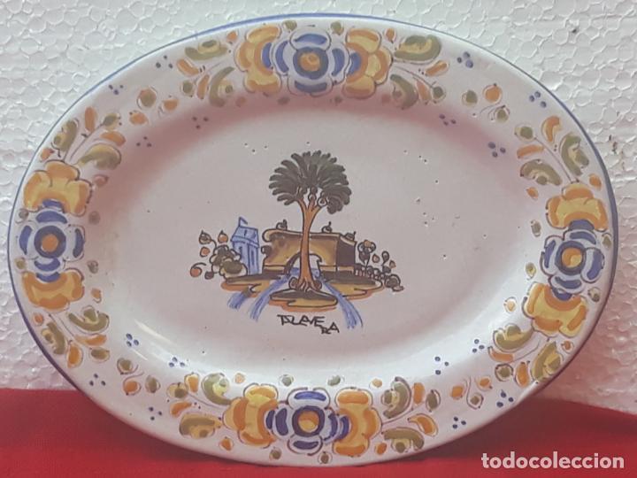 BANDEJA ANTIGUA EN CERAMICA DE TALAVERA DE LA REINA ( TOLEDO ) FIRMADA. (Antigüedades - Porcelanas y Cerámicas - Talavera)