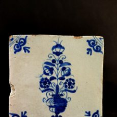 Antigüedades: ANTIQUE DELFT TILE FROM AT LEAST 18TH CENTURY. FLORAL DESIGN IN PLANT HOLDER. Lote 205684321