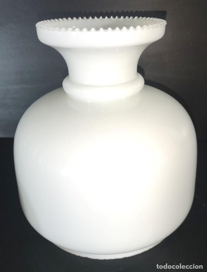 TULIPA QUINQUE EN OPALINA TRIPLEX, REALIZADA A MANO (Antigüedades - Iluminación - Otros)