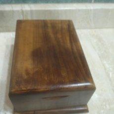 Antigüedades: PRECIOSA ANTIGUA Y ELEGANTE PITILLERA DE DESPACHO EN ROBLE PIEZA ÚNICA. Lote 205743245