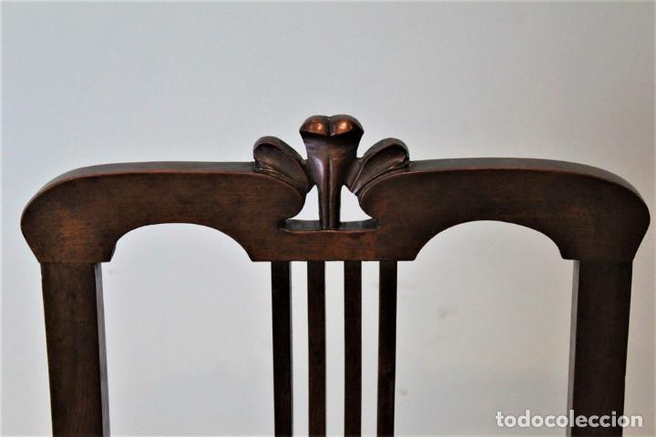 Antigüedades: Ocho sillas inglesas, años 20 , caoba y cuero, 40 x 40 x 100 cm, precisan tapizado. - Foto 4 - 205752763