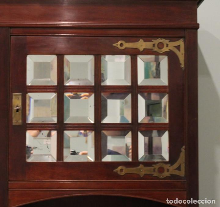 Antigüedades: Aparador inglés, años 20, caoba, 168 x 50 x 210 cm. - Foto 3 - 205752910
