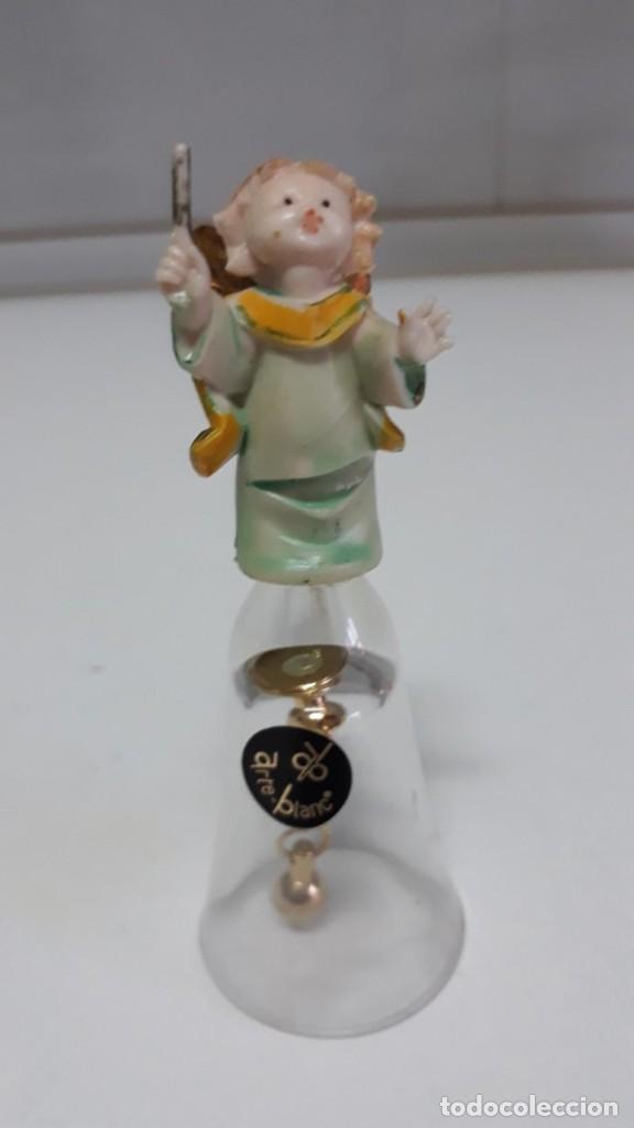 ANTIGUA CAMPANILLA CRISTAL CON ANGELITO 11 CM DE ALTO ARTE BLANC ITALIA (Antigüedades - Hogar y Decoración - Campanas Antiguas)