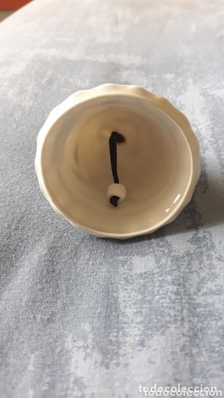 Antigüedades: Antigua campanilla porcelana 7,5 cm de alto - Foto 2 - 205770463