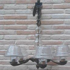 Antigüedades: LAMPARA ANTIGUA EN BRONCE CON 5 TULIPAS DE CRISTAL GRUESO TALLADAS.- .. Lote 205771348