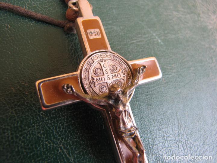 3- CRUZ DE EXORCISMO. SAN BENEDICTO. ;BRONCE PLATEADO Y ESMALTE (Antigüedades - Religiosas - Cruces Antiguas)