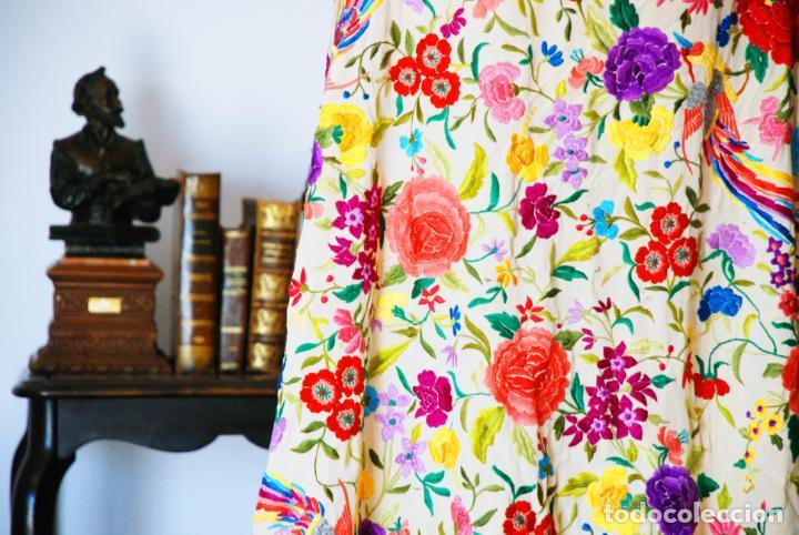 Antigüedades: Enorme mantón de manila en tono crema. Bellísimo bordado floral multicolor. Espectacular guardilla. - Foto 3 - 205774475