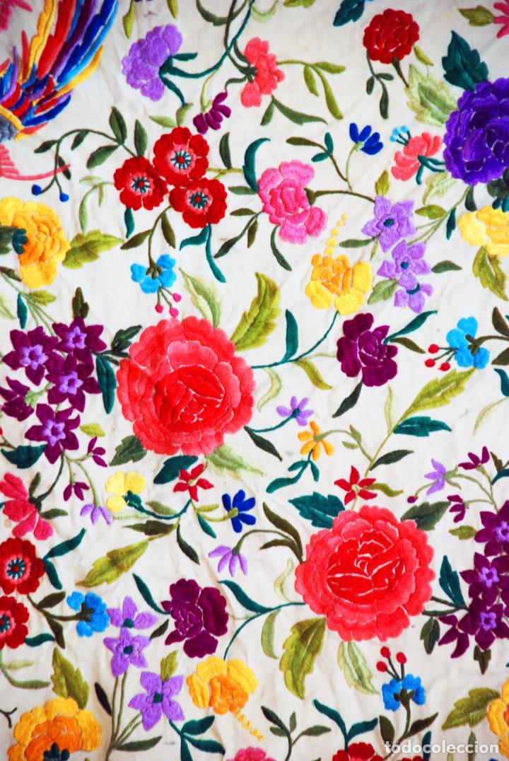 Antigüedades: Enorme mantón de manila en tono crema. Bellísimo bordado floral multicolor. Espectacular guardilla. - Foto 8 - 205774475