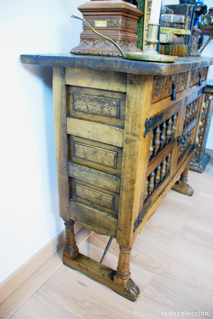 Antigüedades: Conjunto de muebles rústicos en madera maciza de nogal o similar. Armario y aparador castellanos. - Foto 12 - 205789621