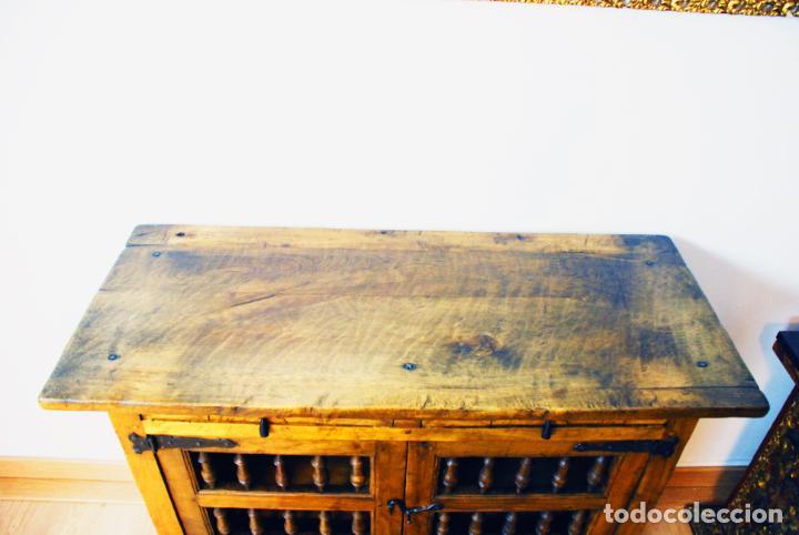 Antigüedades: Conjunto de muebles rústicos en madera maciza de nogal o similar. Armario y aparador castellanos. - Foto 20 - 205789621