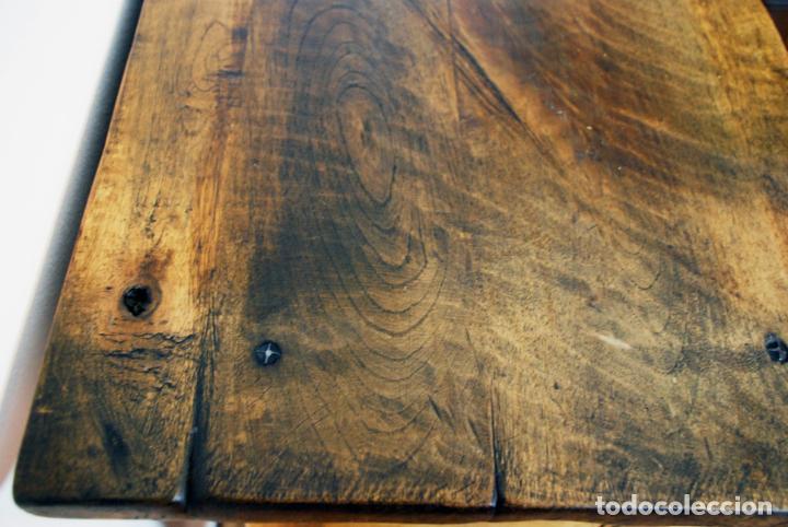 Antigüedades: Conjunto de muebles rústicos en madera maciza de nogal o similar. Armario y aparador castellanos. - Foto 21 - 205789621
