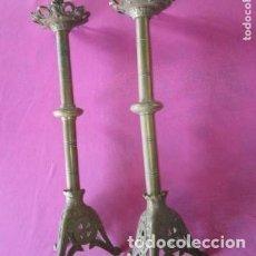Antigüedades: CANDELABROS RELIGIOSOS DE IGLESIA ALTURA 58 CM.. Lote 205797222