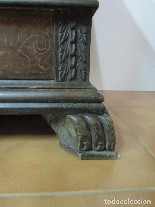 Antigüedades: Arca de Novia Catalana - Caja en Madera de Nogal - Marquetería en Pasta de Época, Original -S. XVIII - Foto 4 - 205816181