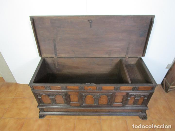 Antigüedades: Arca de Novia Catalana - Caja en Madera de Nogal - Marquetería en Pasta de Época, Original -S. XVIII - Foto 23 - 205816181