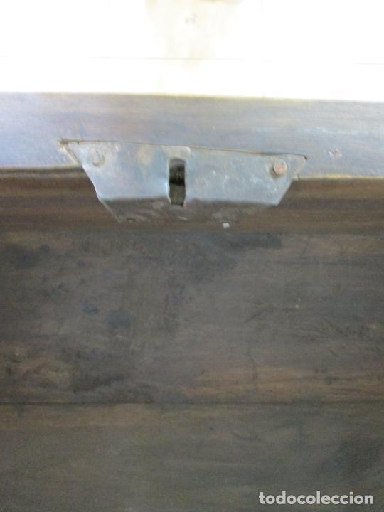 Antigüedades: Arca de Novia Catalana - Caja en Madera de Nogal - Marquetería en Pasta de Época, Original -S. XVIII - Foto 25 - 205816181