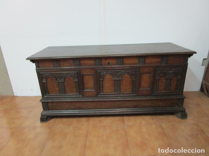 Antigüedades: Arca de Novia Catalana - Caja en Madera de Nogal - Marquetería en Pasta de Época, Original -S. XVIII - Foto 28 - 205816181