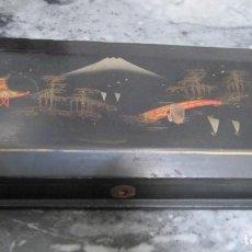 Antigüedades: CAJA JAPONESA DE MADERA LAQUEADA PROBABLEMENTE PARA ABANICO. Lote 205828518