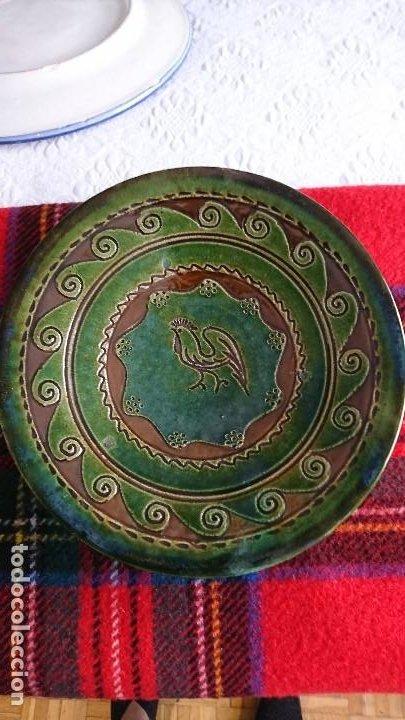 ANTIGUO PLATO DE CERÁMICA DE UBEDA (JAÉN) DE TITO BUSTILLO, FIRMADO (Antigüedades - Porcelanas y Cerámicas - Úbeda)