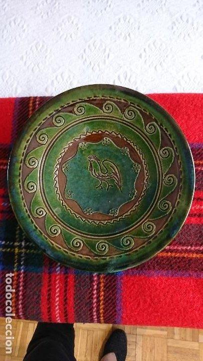 Antigüedades: Antiguo plato de cerámica de Ubeda (Jaén) de Tito Bustillo, firmado - Foto 2 - 205833952