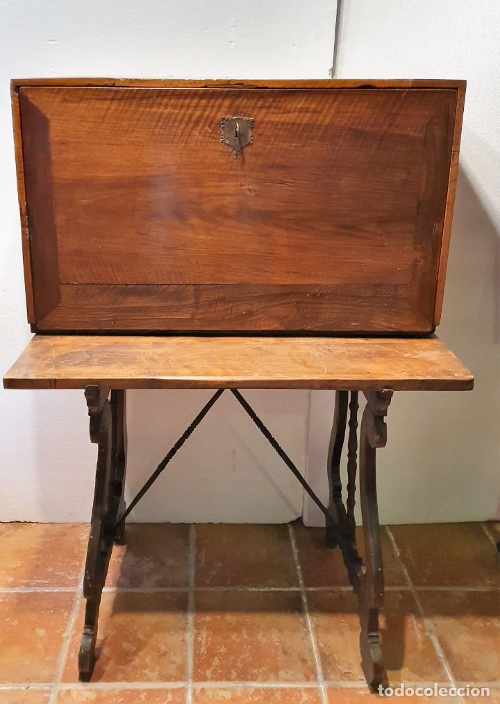 Antigüedades: BARGUEÑO ESPAÑOL DE NOGAL S.XVIII CON MESA - Foto 2 - 205874147