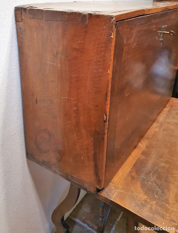 Antigüedades: BARGUEÑO ESPAÑOL DE NOGAL S.XVIII CON MESA - Foto 3 - 205874147