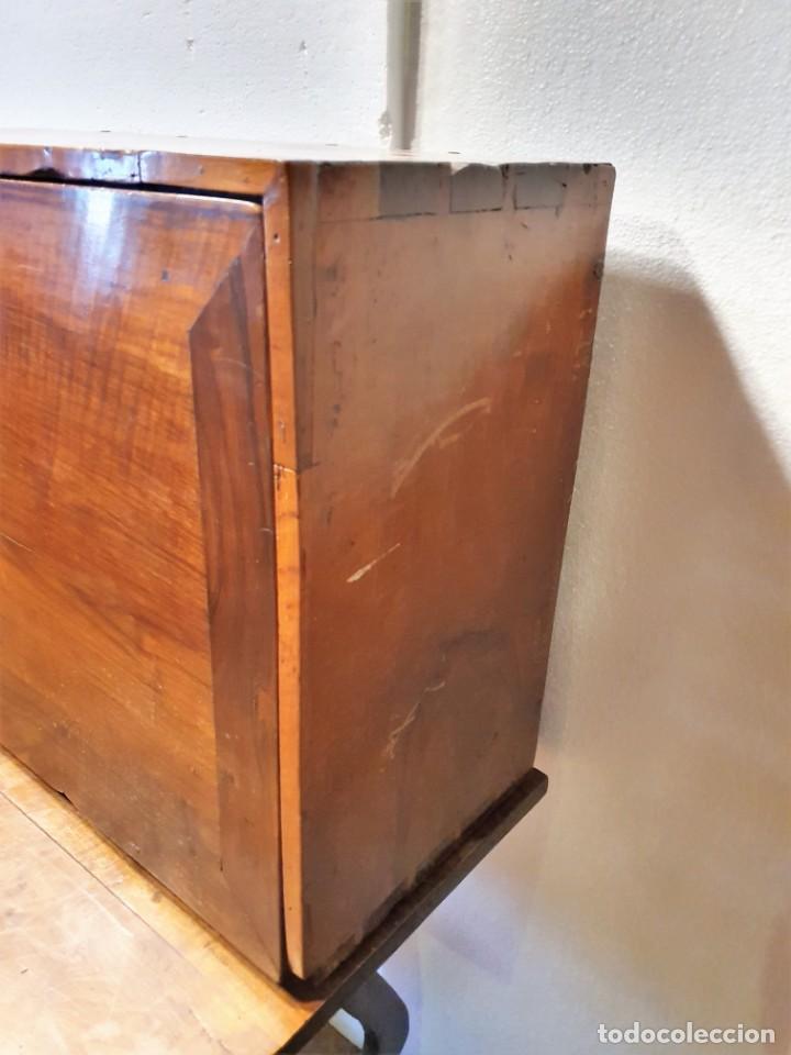 Antigüedades: BARGUEÑO ESPAÑOL DE NOGAL S.XVIII CON MESA - Foto 5 - 205874147