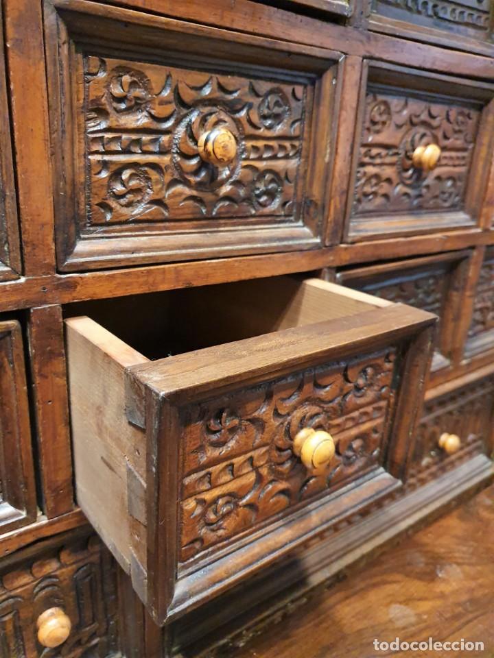 Antigüedades: BARGUEÑO ESPAÑOL DE NOGAL S.XVIII CON MESA - Foto 8 - 205874147