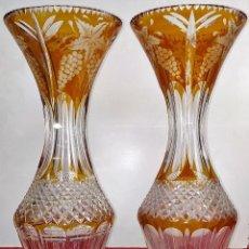 Antigüedades: PAREJA DE JARRONES EN CRISTAL TALLADO Y PLATA. EUROPA. CIRCA 1950. Lote 205986137