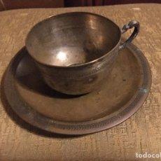Antigüedades: TAZA Y PLATILLO DE PLATA DE LEY 925. AÑOS 40 S. XX.. Lote 206138963