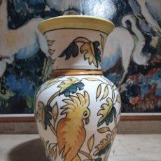 Antigüedades: JARRON DE PORCELANA PONTADO A MANO TALAVERA MADE IN SPAIN. Lote 206143561