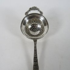 Antigüedades: COLADOR DE PRINCIPIOS DEL SIGLO XX, EN PLATA LABRADA. Lote 206168045