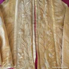 Antigüedades: CAPA PLUVIAL ANTIGUA BORDADA EN ORO TISSU DE ORO.. Lote 206169611