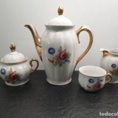 Antigüedades: JUEGO CAFÉ O TÉ SANTA CLARA CON MOTIVOS FLORALES, FLORES. CON SELLO EN LAS BASES. (ENVÍO 4,31€). Lote 206188987